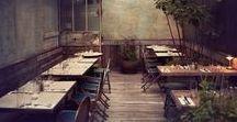 Moja restauracja <3 workshop-space / Tablica jest o małym radosnym miejscu gdzie natura współistnieje z industrialem, freelancerzy wchodzą tam żeby popracować przy kawie, dzieje się dużo różnych warsztatów, jedzenie jest wegańskie i pyszne, najlepsza kawa i herbata, szisza, chill, dobry vajb <3