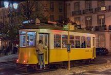 """Lisboa à Noite / """"Lisboa, à luz do sol, não serve para mais nada senão para baralhar a vista."""" escrevia assim José Cardoso Pires. Não seremos tão radicais, mas a noite lisboeta tem um encanto especial. Ora veja."""