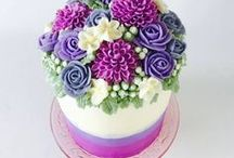 Buttercream Floral Cakes / Decorating ideas and inspiration for beautiful floral buttercream cakes.