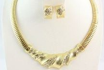 Jewelry & Accessories / Buy Antique and eye catching women jewelry  from online  store.