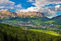 Dolomiti Life - Ampezzo / La Valle d'Ampezzo (Anpezo in ladino, Haydental o zum Heiden in tedesco) è una vallata dolomitica compresa nella provincia di Belluno. E' posizionata tra il Cadore, la Val Pusteria, la Val d'Ansiei, l'Alto Agordino, e la Val Fiorentina. È circondata dalle Dolomiti Ampezzane, facenti parte delle Dolomiti di Sesto, di Braies e d'Ampezzo. È percorsa dal fiume Boite e dai suoi affluenti, molti dei quali a regime torrentizio.