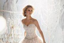 Bridal Fall 2013 / ¡Agenda una cita con nosotros! Conoce todos los diseños que tenemos para Ti. www.morilee-bridal.com