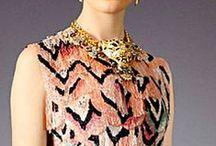 Two Color Dresses / vestidos de alta costura em  duas cores ou mais ...  / by As Mãe Pira