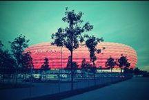 FC Bayern Team Presentation + Bayern & ManUtd legends