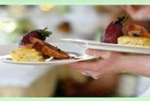 Menu weselne & winietki / Stwórz indywidualną kartę menu oraz winietki stołowe, spójne z motywem zaproszeń ślubnych.