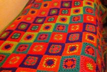 Tejidos a mano / Diseños tejidos a mano a telar, crochet, palillos, fieltro con vellón. Se ofrecen.