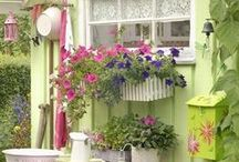 Garden Ideas-Inspiration / Everything for the garden. What to plant, container ideas, and easy to make crafts.