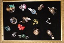 ri-creazione bijoux / ri-creazione è il recupero di oggetti dimenticati o di scarto, è la scoperta della natura nascosta delle cose, è la creazione di monili unici fatti interamente a mano. Per informazioni e ordini: ricreazione@icloud.com