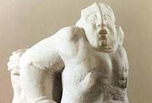 Esculturas / Obras de escultor contemporáneo que combina imágenes y materiales tradicionales y actuales con una técnica de realización ampliamente dedicada, con un sentido clásico muy personal.