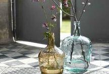 Passion dame Jeanne / Intemporelle, élégante, sobre, la dame Jeanne se décline sous diverses formes, tailles et couleurs. Quelques idées pour les intégrer à votre décoration d'intérieur.