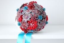 Brooch bouquets - red