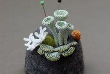 KONVICE V OBLEKU - Tea_cosies -Tea Cosies Knit & Crochet