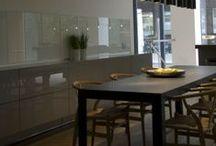 Transparante glazen keukenwanden / Wilt u de achterwand van de keuken beschermen, maar u wilt de achterwand nog wel blijven zien? Kies dan voor een transparante keukenachterwand