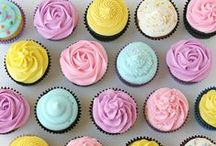 Life Love Cupcakes / Cupcakes are such a an amazing dessert they definitely deserve to be showcased on their own.  I just can't get enough Cupcake Recipes!
