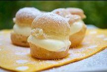 Desserts / Ob Cremes, Puddings oder Süßspeisen hier finden sie verlockende Rezepte für die Gaumenfreuden. Genußreiche Speisen die Freude bereiten und immer wieder gerne gegessen und zubereitet werden. Mit viel Liebe in der Dekoration wird jedes Dessert zum Highlight für Jedermann.
