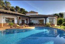 Wohnen am Meer / http://bit.ly/1atc14P  Spektakuläre Villen, Luxushäuser, Fincas, malerische Chalets und Penthouse-Wohnungen in erlesenen Gegenden an Spaniens sonnenverwöhnter Costa Blanca.