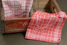 UGO Mansion Theedoeken / De theedoeken van UGO zijn ontworpen door Sanne Dietz en duurzaam geweven in het textielmuseum in Tilburg.
