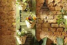 Upcycling ~ Doors and Shutters / Doors aren't just a necessary feature in your house to close your rooms. They can be a beautiful decoration in your home or garden!