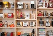 Cooking The Kitchen Company - CookingTKC / Aquí estamos nosotros, las tiendas CookingTKC. Los gadgets que tenemos en la tienda, nuestros escaparates más llamativos, estanterías llenas de bonitos y coloridos utensilios de cocina que destacan por su diseño y un montón de curiosidades y sorpresas más.