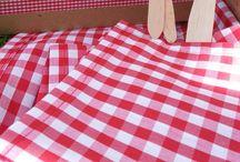 Kit picnic / Kit picnic para dos con mantel y servilletas, cubiertos de madera, botella de vino cune pequeña, copas, foie con tostas de pasas, jamón ibérico con picos y mini caja de bombones. Para más información o encargos: hola@ohmykit.com