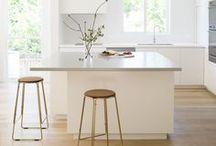 Home | Kitchen: Küche & Esstisch / Helle, moderne Küchen mit schönen Details, stilvoller Deko und gemütlichen Essplätzen. // All about the Kitchen & Dining Room