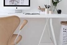 Home | Office: Büro und Arbeitsplatz / Wie gestalte ich mein Büro modern?  Büroeinrichtung, Stauraum-Ideen, schöne Schreibtische, Pinnwände, Kalender, Oraganizer und mehr für einen schönen Arbeitsplatz. // How to brighten up your desk
