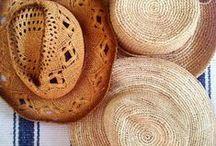ΨΑΘΙΝΑ ΚΑΠΕΛΑ / Straw hats decor