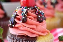 Cakes / by Vikaya Hilmy