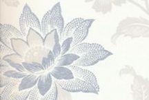 Vardagsrum / Älskar blommiga tapeter och vi ska någon gång rusta vardagsrummet