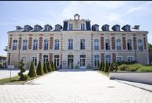 L'Hôtel / L'Hôtel & Spa du Château**** vous invite à découvrir ses chambres spacieuses et contemporaines dans une atmosphère chaleureuse. Profitez d'un moment de détente dans l'une des 20 chambres de l'établissement vous proposant de nombreux équipements.