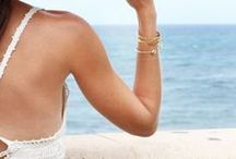 BOX bijoux • summer is in the air • 07 - 17 / Jonc Cauri par Nilaï Doré à l'or fin 999/1000ème ou trempé dans un bain d'argent. Taille ajustable.