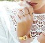 BOX bijoux • the cosy season • 11 - 17 / Jonc Byzance par Dear Charlotte Doré à l'or fin ou trempé dans un bain d'argent avec pierre lapis lazuli. Taille ajustable.