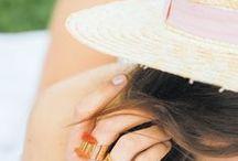 BOX bijoux • déjeuner sur l'herbe • 06 - 18 / La créatrice Solweig mêle teintes acidulées et formes poétiques pour créer des pièces subtiles et colorées. Découvrez la bague Amazonas !