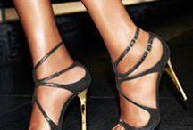 Calzado. / Todo tipo de calzado: sandalias, zapatos salón, botas, botines... etc.