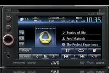Audioonline - Pantallas Multimedia - Car Audio / Pantallas con características impresionantes que harán que tu viaje sea mas placentero.