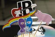 Pink Floyd Party - Jonathan 1 year / 1st Birthday Party Arte e Papelaria: ArtPoppins Salão e buffet: Catavento Fotografia: Fujiki Studio Doces: Le Truquê Chocolateria Pompons: Camila Brasil Cupcakes: Cupfeitaria Maça do amor: Carolina Brasil Decoração: Aline e Adelina Brasil