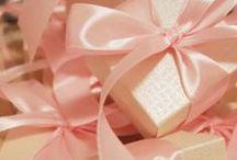 gift - cadeau - regalo - prezent - dárek - подарок