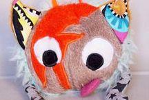 """Les Ballapoils - Peluches doudous en forme de balle - Fait main - par Ainsi font les RekinCitrons / Peluches pour enfants, petits et grands. Entièrement textiles et faites mains, créations originales de RekinCitron pour Ainsi font les RekinCitrons, sur rekincitron.com. En forme de balle à lancer, """"animalisées"""" ou """"personnifiées"""".  Chouette, lion, lapin, panda, fleur, et David Bowie ! A retrouver en vente dans la boutique sur http://ainsi-font-les-rekincitrons.alittlemarket.com"""