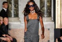 Latzhose / Laufstegbilder Catwalk Fashion Week Paris London Mailand New York Designer zum Trend Latzhosen