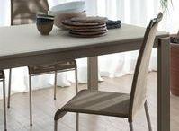 Sedie per cucina e sala da pranzo / Nell' arredamento di una casa, le sedie sono un elemento molto importante. Ecco una selezione sedie ideali in grado di ottimizzare al meglio ogni spazio. Scopri i nostri partner su: https://goo.gl/gxrBxn #Cattelan #Sedie #ArredamentiFelicePlama #sedie #moderne #design #cucina #pranzo #stileitaliano #minimal #imbottite #ecopelle #beige #bianche #nere #colorate #idea