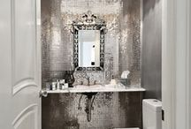 Bathrooms with marvellous metallics / Want to give your bathroom a touch of glamour? You can do it easily by using precious (or not so precious) metals to adorn it