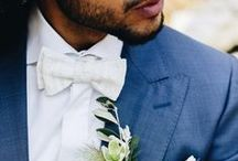 Accessoires für den Bräutigam zur Hochzeit / Moderne Krawatten und Fliegen für den Bräutigam zur Hochzeit, passend zu unseren schlichten Brautkleidern mit farbigen Bändern und Gürteln. Manschettenknöpfe und Boutonnièren passend zu Fliegen und Krawatten mit Einstecktuch.