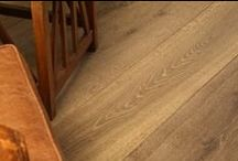 Light Oak Flooring / Light coloured engineered oak flooring and floor boards for modern and period style interior spaces.