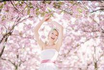 noni Brautkleider 2016 / noni Brautkleider bestehen aus elfenbeinfarbener Dupionseide,  Schmuckgürtel, Bänder, Knöpfe und unsere beliebten noni Petticoats verschönern die Modelle, dabei erinnern die Rosa- und Türkistöne an das erste Frühlingserwachen der Natur. Intensives Pink, Rot, Lila und Apfelgrün setzen gleichzeitig kraftvolle und farbenfrohe Akzente bei den Details der Brautkleider.   Farbenfroh und einfach schön. noni.