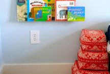Montessori Book Shelf Ideas / Setting up your home Montessori style? Get ideas for Montessori shelves, Montessori book shelf, Montessori bookshelves, forward facing bookshelf, front facing bookshelf, wall shelf for books. Place front-facing bookshelves low on the wall so your child can reach the books independently.