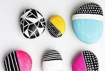 Decorazioni fai da te create con i sassi / Stones DIY ideas / Lisci, piatti, ovali, appuntiti o tondi, esiste una vasta scelta di sassi in natura di varie forme e colori. Ecco una serie di idee creative da realizzare con i sassi per decorare la casa in maniera originale ed economica #stones #DIY #ideas