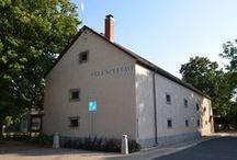 Velencei-tavi Galéria / Művészeti kiállítások, komolyzenei koncertek helyszíne.