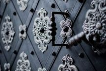 דלתות / דלת לא חייבת להיות לבנה, מוזמנים לגלות את הדלתות הכי שוות בעולם העיצוב