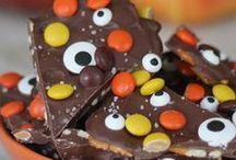 Halloween Movie Night / Halloween snacks to pair with your favorite scary movies! #HocusPocusAnyone?