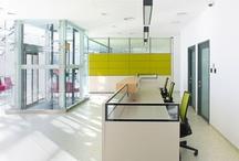 Center Lab / Amplasat pe Platforma Comerciala Bucuresti Militari Chiajna, noul laborator Synevo se distinge prin designul ultramodern, o replica exterioara a dotarilor sale de ultima ora. Inaugurat in decembrie 2010, laboratorul este rezultatul unei investitii de 10 milioane de Euro, cea mai mare din piata privata de laboratoare din Romania. Echipat cu aparatura unica in tara noastra, noul laborator poate efectua analize deosebit de complexe intr-un timp mult mai scurt si cu o marja de eroare mult mai mica.